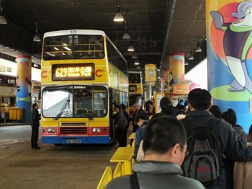 香港海洋公園(オーシャンパーク)行きのバス