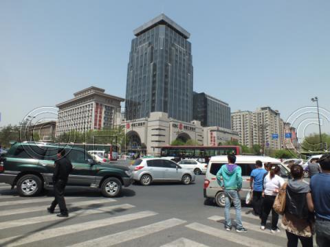西安 K.Iビルと中国工商銀行(2011年4月)