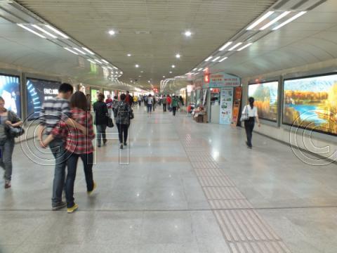 鐘楼の地下通路(2011年4月)