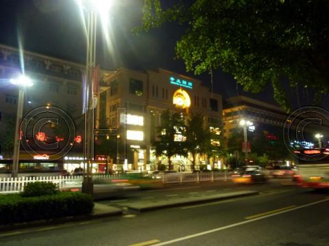 西安南大街の中大国際ライトアップ